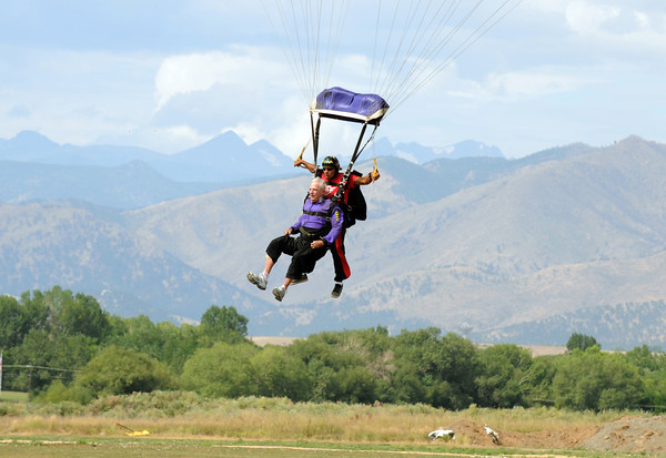 20110826_WELLS_SKYDIVING_4