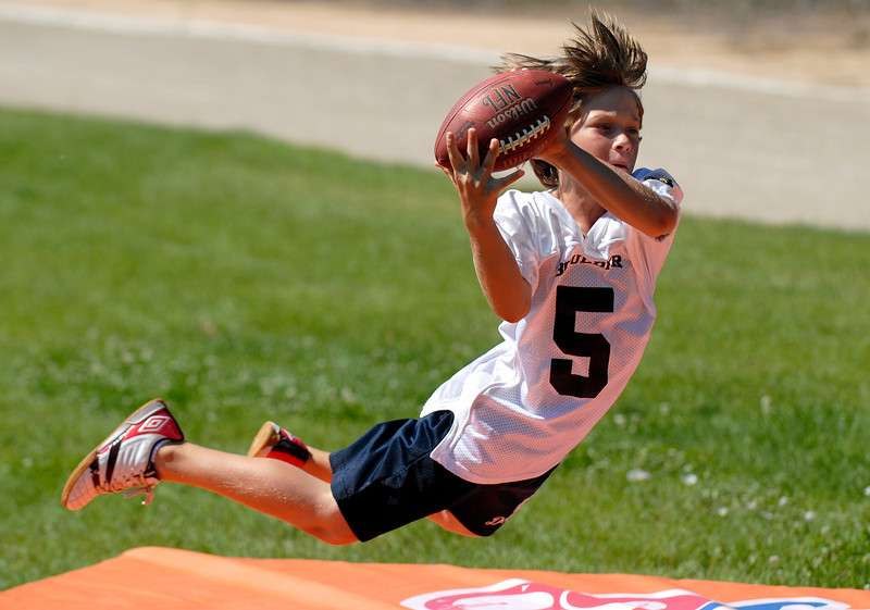 20110719_RMH_BRONCOS_KIDS_FOOTBALL_CAMP