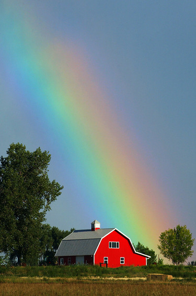 20060802_WEATHER_RAINBOW_WRAP_BARN