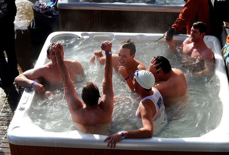 20100101_POLAR_BEAR_PLUNGE_HOT_TUB