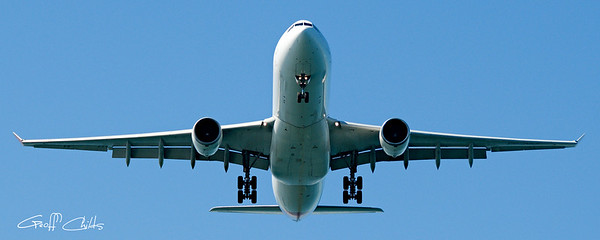 Commercial aircraft at Sydney Airport