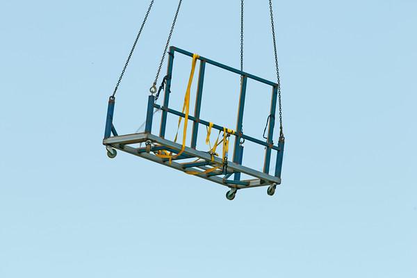 Building equipment transfere by crane. ne160.