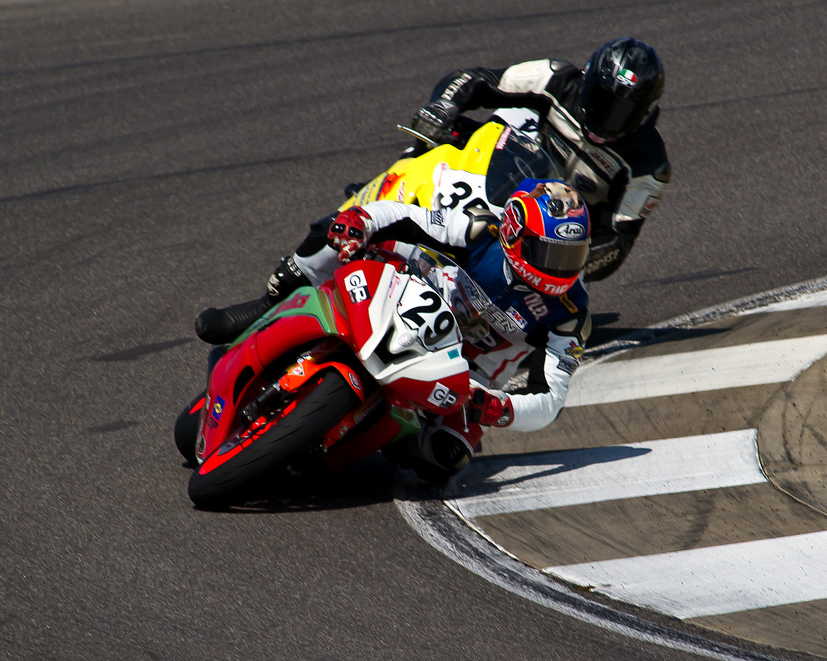 AMA Pro Supersport Rider Tyler O'Hara racing for Top Gun on his Radio Medics Yamaha YZF-R6 in front of James Dellinger's Suzuki GSX -R600