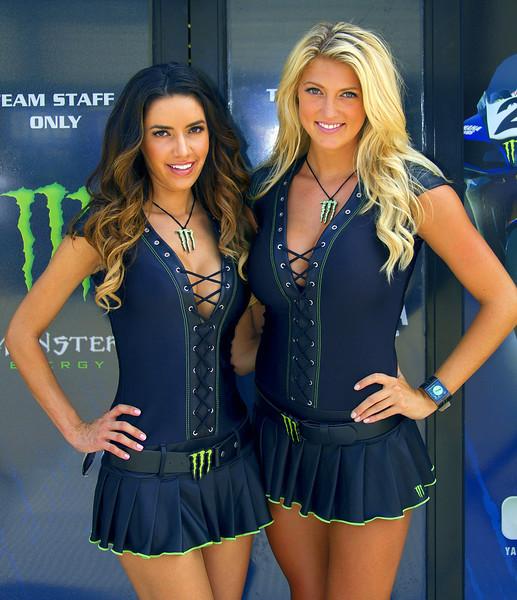 Monster Energy Drink Graves Yamaha Girls Mercedes and Bradi Mid-O
