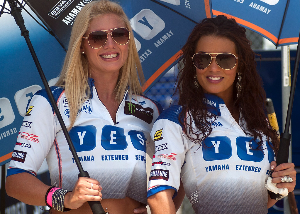 Umbrella girls Yamaha Racing Extended Service Graves Motorsports