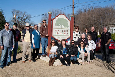 Group shot in from of the Inn on Lake Granbury before our drive.