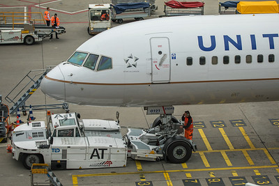 United Airlines Boeing 757-224 N14121 10-25-17