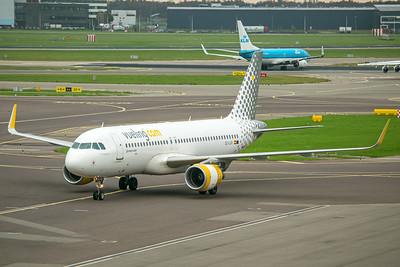 Vueling Airbus A320-214 EC-LVX 10-25-17
