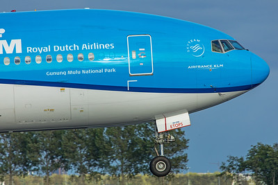 KLM Royal Dutch Airlines Boeing 777-306(ER) PH-BVR 9-3-19