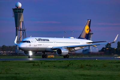 Lufthansa Airbus A320-214 D-AIUM 10-22-19