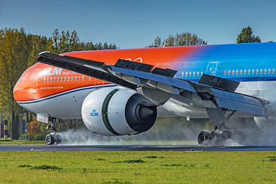 KLM Royal Dutch Airlines Boeing 777-306(ER) PH-BVA 11-2-19 2