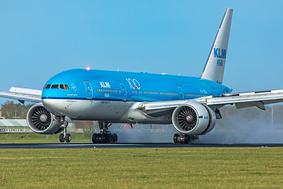 KLM Royal Dutch Airlines Boeing 777-206(ER) PH-BQL 11-2-19 2