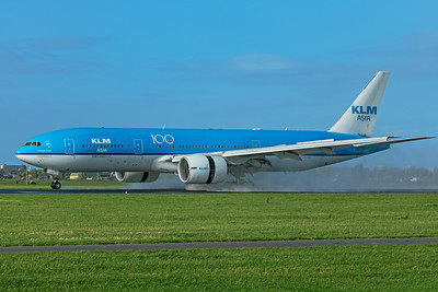 KLM Royal Dutch Airlines Boeing 777-206(ER) PH-BQL 11-2-19 3