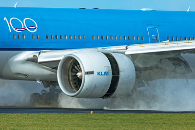KLM Royal Dutch Airlines Boeing 777-206(ER) PH-BQL 11-2-19