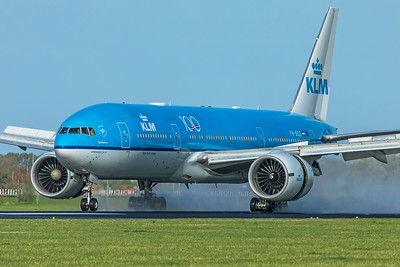 KLM Royal Dutch Airlines Boeing 777-206(ER) PH-BQE 11-2-19 2
