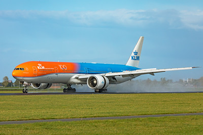 KLM Royal Dutch Airlines Boeing 777-306(ER) PH-BVA 11-2-19 3