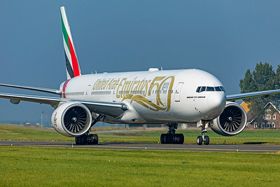 Emirates Boeing 777-31HER A6-EPO 10-9-21