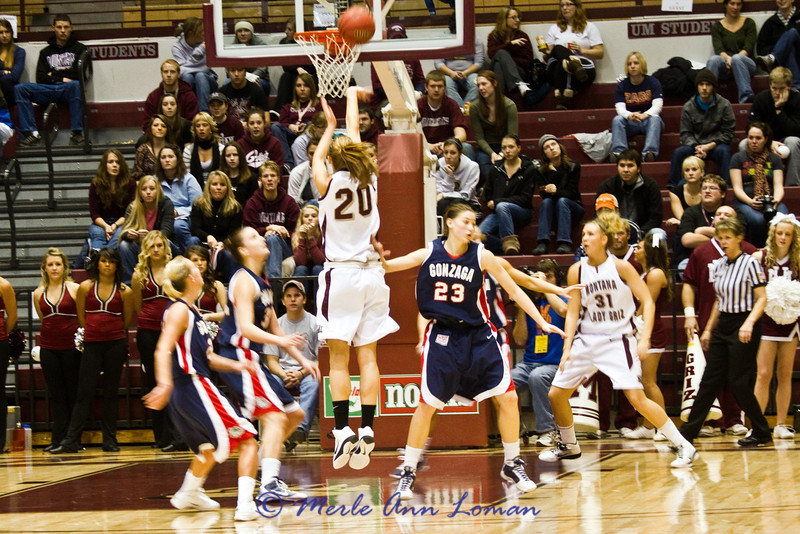 Jessa going for a jumper.