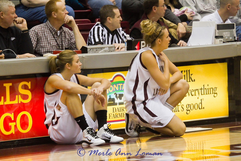 Carly and Jessa coming into the game.