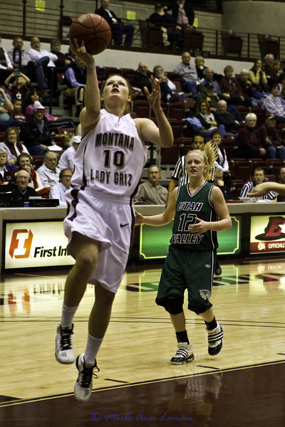 Kenzie DeBoer going to the basket.