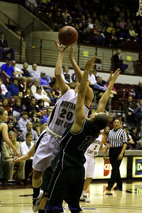 Jessa Loman Linford going to the basket