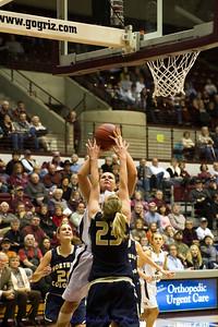 Alyssa Smith going to the basket