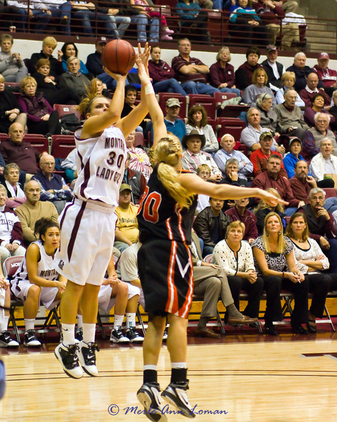 2011-01-20 Lady Griz 61 vs Idaho State Bengals 54
