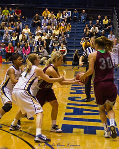 Torry Hill handing off to Steph Stender