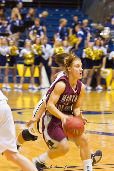 Lexie Nelson bring the ball down the floor