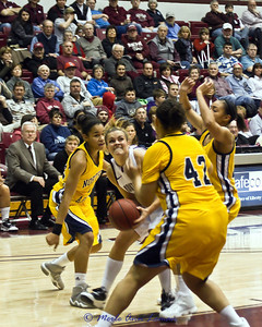 Steph Stender determined to get a basket here