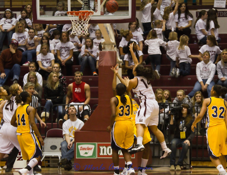 Sarah Ena (#14) getting to the basket