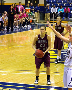 Bears tied the game with 01:18 on the clock. This is the free throw by Jessa Loman Linford with 00:26 on the clock that put the Lady Griz back in the lead for good. Katie Baker added one more free throw - ending score was Montana 53 and Bears 51.