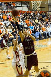 Sarah Ena putting the ball up