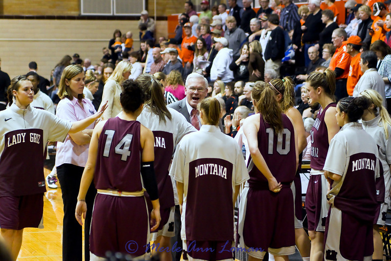 Coach Robin Selvig during a time out.