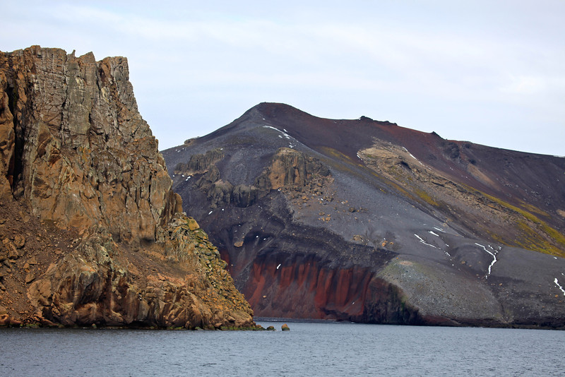 The bay at Deception, called Whaler's Bay, has a narrow entrance, just 750 ft wide, called Neptunes Bellows. Adding to the hazard is Ravn Rock, which lies 8 feet below the water in the middle of the channel.
