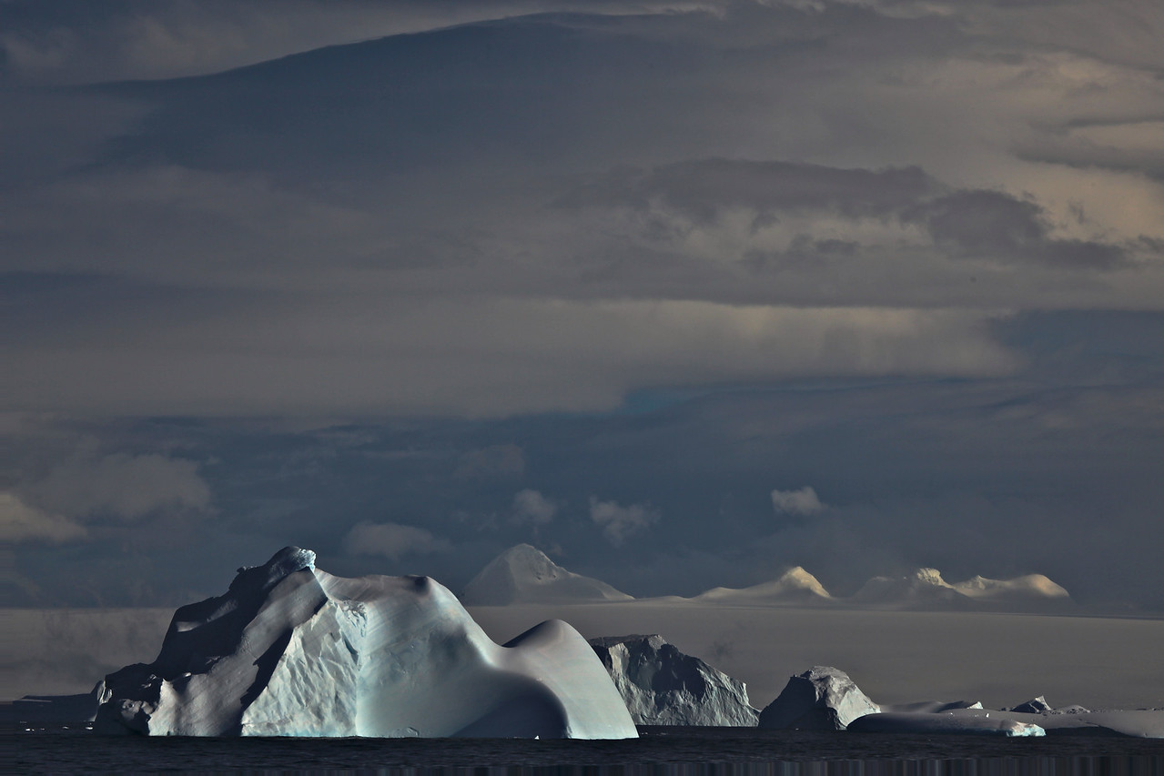 Icebergs generally range from 1 to 75 meters (3–250 ft) above sea level and weigh 100,000 to 200 000 tons. The tallest known iceberg in the North Atlantic was 168 meters (550 ft) above sea level, making it the height of a 55-story building.