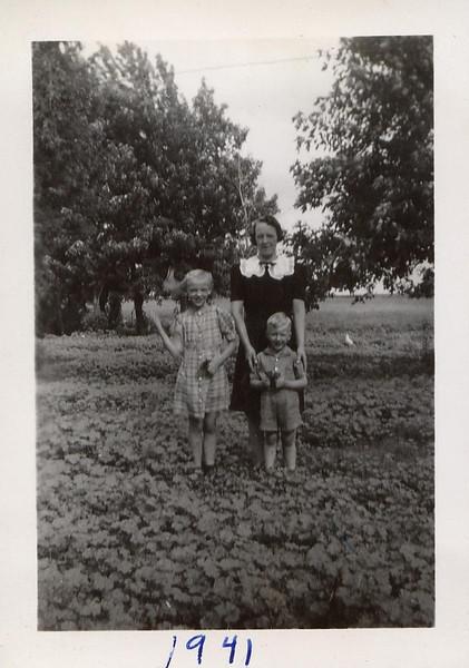 Nellie, Helen & Merlyn Akemann