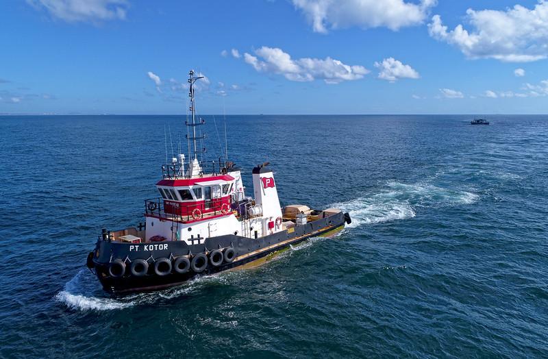 PT Kotor 23 metres towing the 50 metre Reefworld pontoon