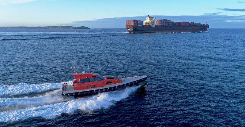Maersk Surabaya - 333 metres<br /> Nepean - 18 metres
