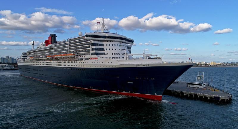 Queen Mary 2 - 345 metres