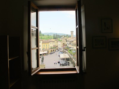 AP19 - CHIANTI, ITALY - Bright Apartment Overlooking on Famous Greve Piazza