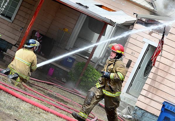 KEVIN HARVISON | Staff photo<br /> House fire 915 East Seminole.