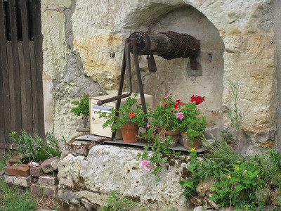 WATER: WELLS, PUMPS, FOUNTAINS