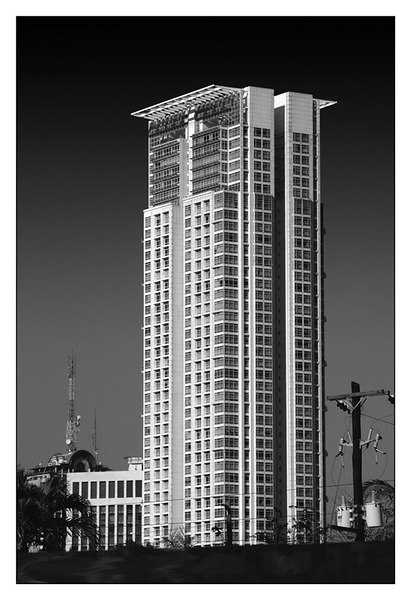 A view of the Golden triangle Condominium from Ayala Avenue. Taken January 2006.
