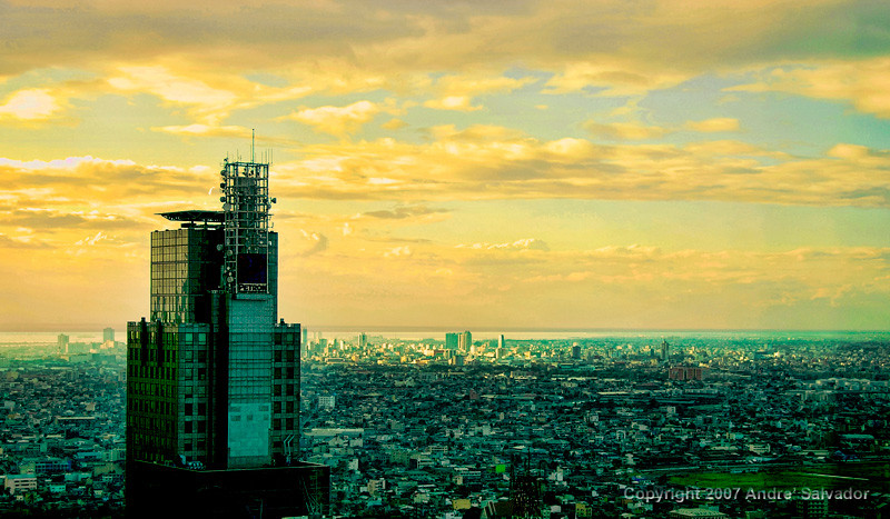 A sunset view looking towards Manila Bay. The structure on the left is the tallest building in Makati business district.
