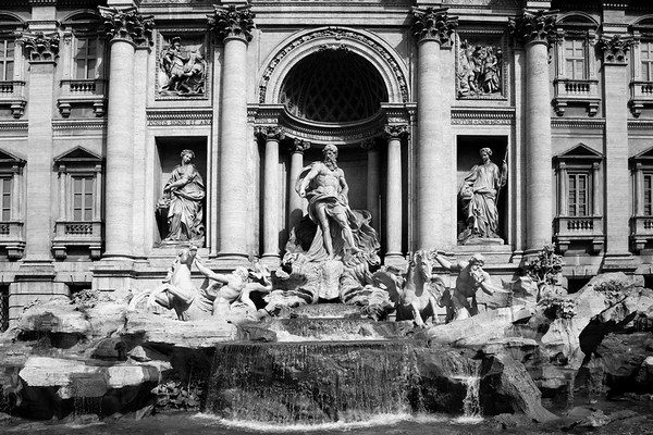 THE FOUNTAIN OF TREVI, ROME, ITALY