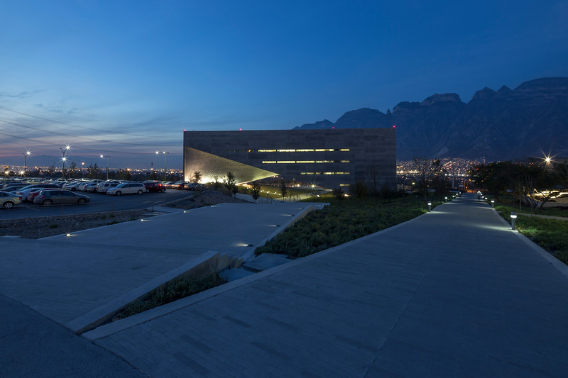UDEM Universidad De Monterrey - Jonnu Singleton-9404.jpg