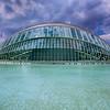 L'Hemisfèric<br /> abrite un planétarium et un cinéma pour des projections Omnimax.<br /> Architecte Santiago Calatrava<br /> Ciudad de las Artes y las Ciencias <br /> Valencia ( Espagne)