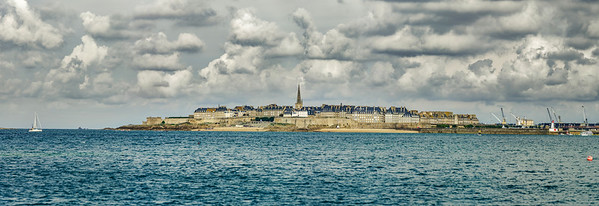 Beautiful panoramic high resolution view to the old pirate city Saint-Malo, Bretagne, France