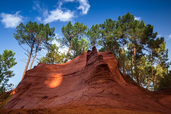 Red rocs of jaune in Roussilon